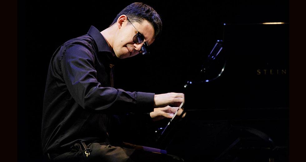 Justin Kauflin at the piano